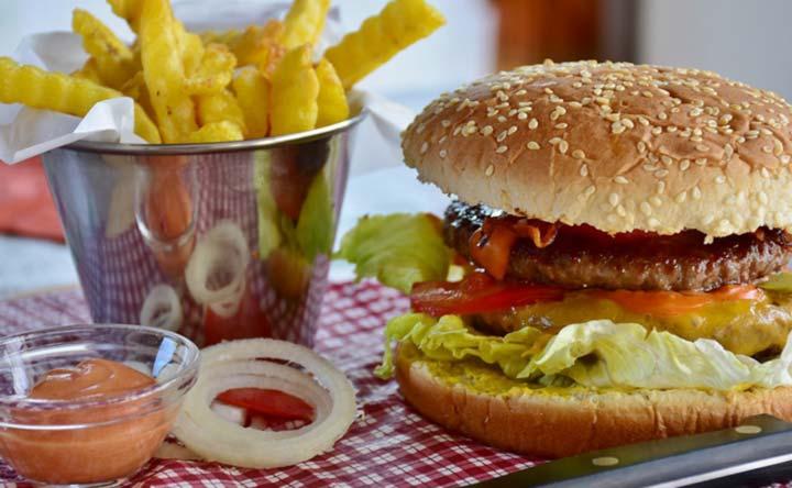 Una dieta ricca di grassi può essere dannosa per i batteri dell'intestino