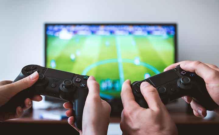 Giocare ai videogiochi ti fa ingrassare se sei adulto