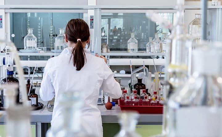 Trapianto fecale di microbiota: la FDA mette in guardia sui rischi della procedura